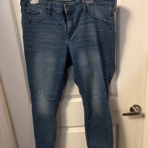 Universal Thread Jeans - Size 16 - Light Wash